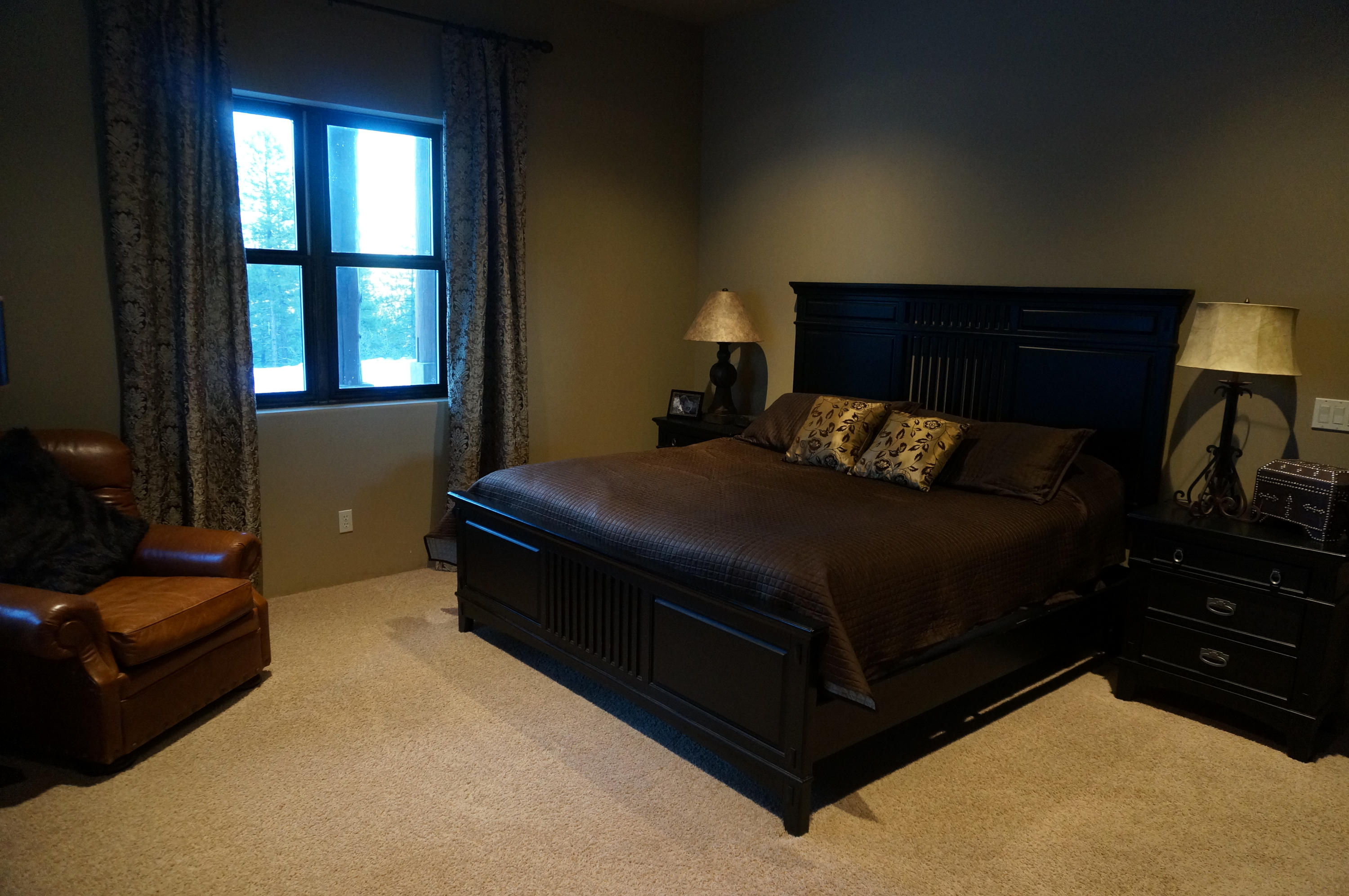 2nd Master suite in basement with walk in closet and full bath